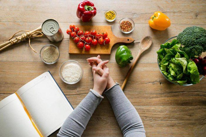 нервное сравнение еды
