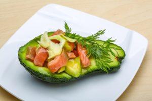 кето диета меню - авокадо и лосось