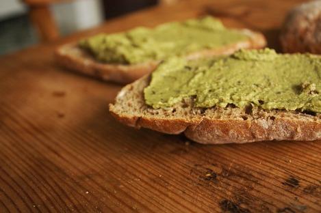 вегетарианский бутерброд с хумусом