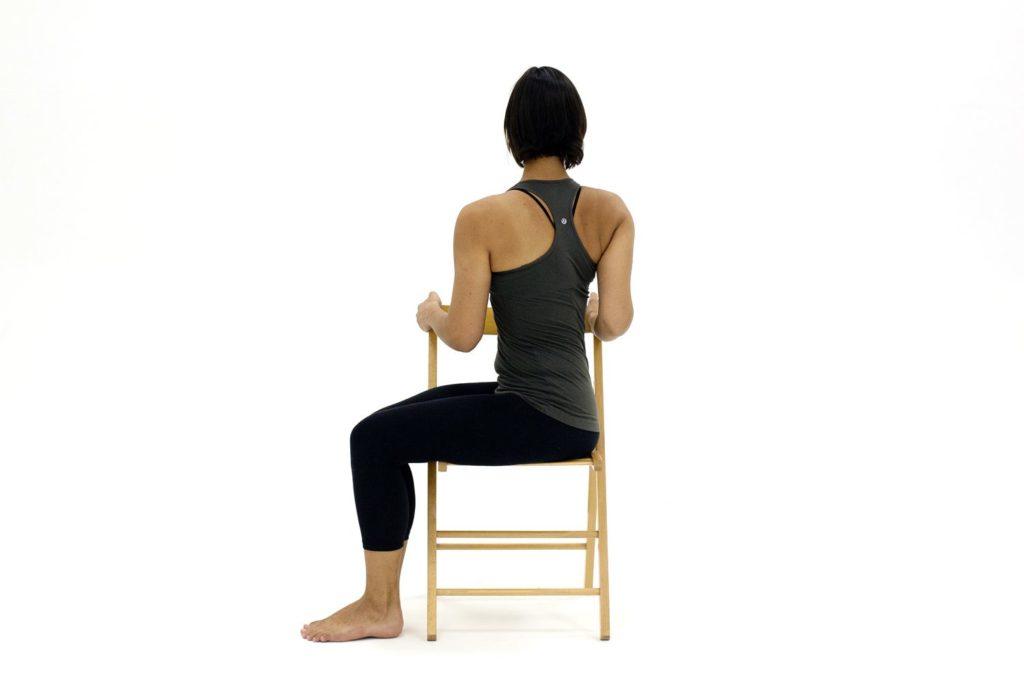 10 упражнений сидя на стуле для пожилых людей