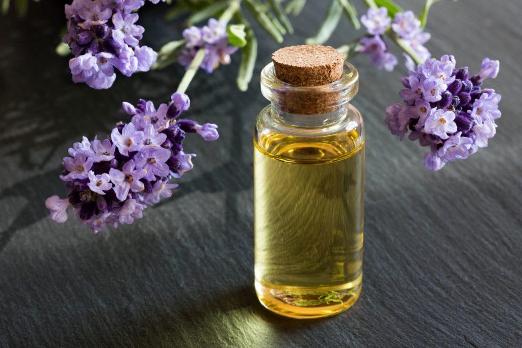 лавандовое масло уменьшает раздражение при эпидермофитии