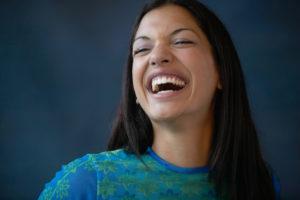 женщины смеются чаще мужчин на 120 процентов
